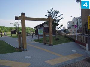 4  船番所資料館の交差点道の向かい側に入口が見えます