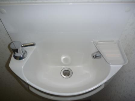 トイレ手洗い場清掃後の写真