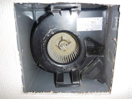 トイレ換気扇クリーニング前の写真