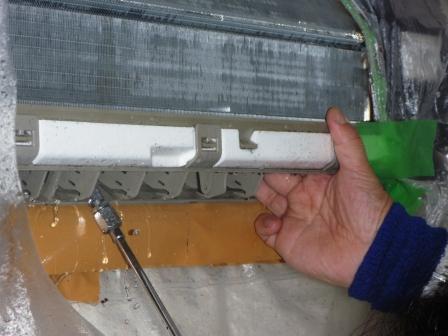 エアコン洗浄作業中の写真