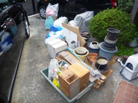 東京都大田区、不用品回収作業中の写真