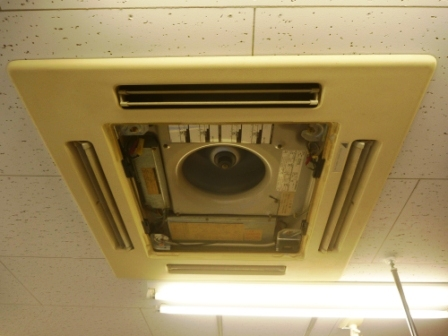 業務用エアコン、外装カバークリーニング後の写真
