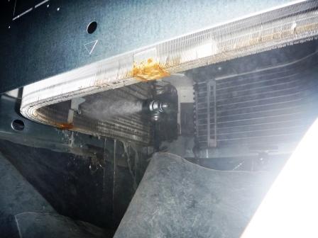 業務用天カセクリーニング熱交換器洗浄中の画像