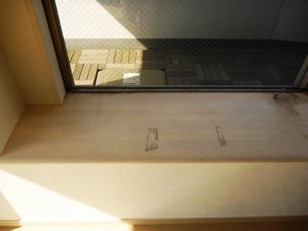 出窓、棚、カウンター清掃前の画像