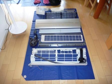 自動フィルターお掃除機能付きエアコン分解パーツ洗浄後の写真