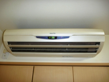 自動フィルターお掃除機能付きエアコンクリーニング前の写真