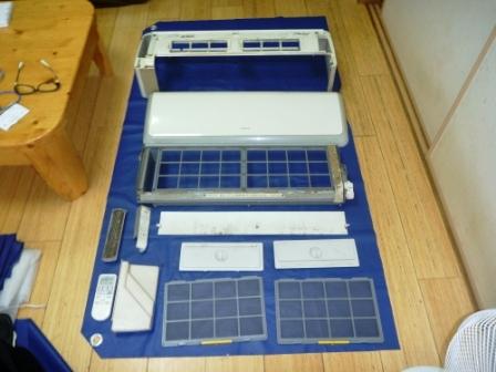 日立自動フィルターお掃除機能付きエアコンパーツ分解洗浄前の写真