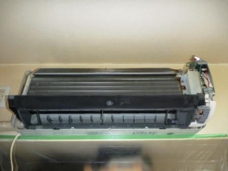 自動フィルターお掃除機能付きエアコンアルミフィン洗浄後の写真