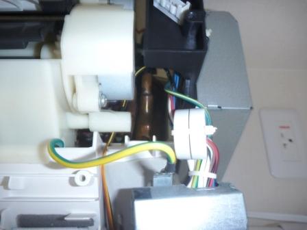 シャープ自動フィルターお掃除機能付きエアコン電装部分の写真