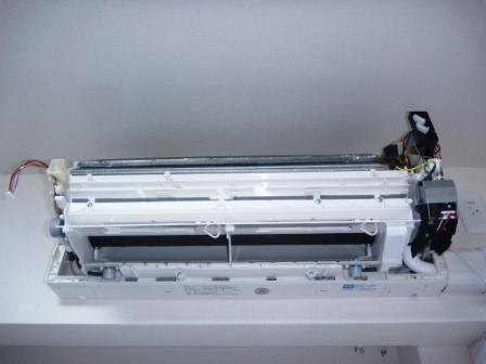 シャープ自動フィルターお掃除機能付きエアコン分解洗浄前の写真