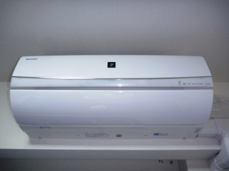シャープ自動フィルターお掃除機能付きエアコンクリーニング前の写真