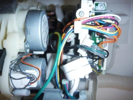 シャープエアコン電装部右側の写真