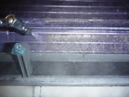 富士通ノクリアエアコン洗浄中の写真