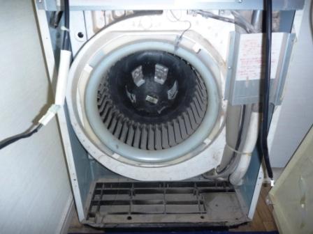 ダイキン床置形エアコンファン洗浄前の写真