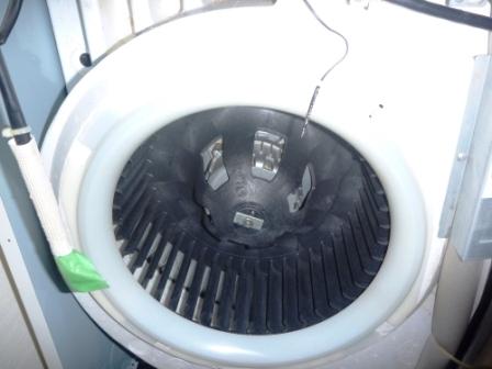 業務用床置きエアコンファン洗浄後の画像