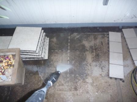 ベランダ・バルコニー高圧洗浄中の画像