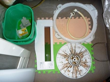 全自動洗濯機分解パーツ洗浄前の写真