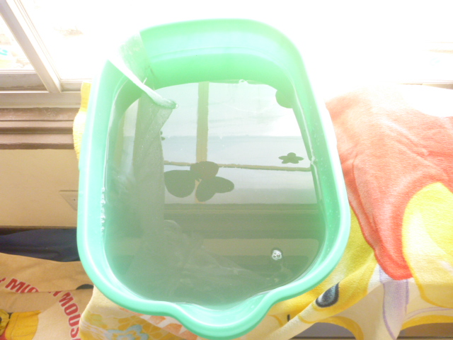 品川区、エコ洗剤お掃除機能付きエアコンクリーニング汚水写真