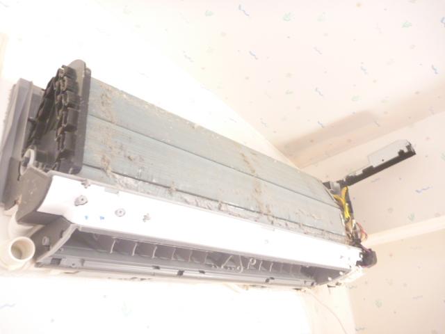 大田区、お掃除機能付きエアコンクリーニング分解完了写真