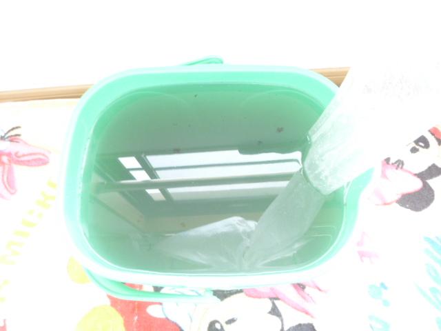 大田区、エコ洗剤エアコンクリーニング後の汚水写真
