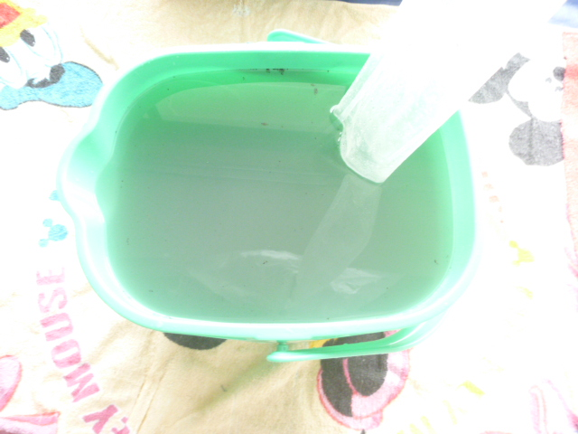 大田区、エコ洗剤お掃除機能付きエアコンクリーニング汚水写真