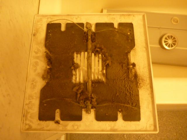大田区、浴室換気扇クリーニング前の写真