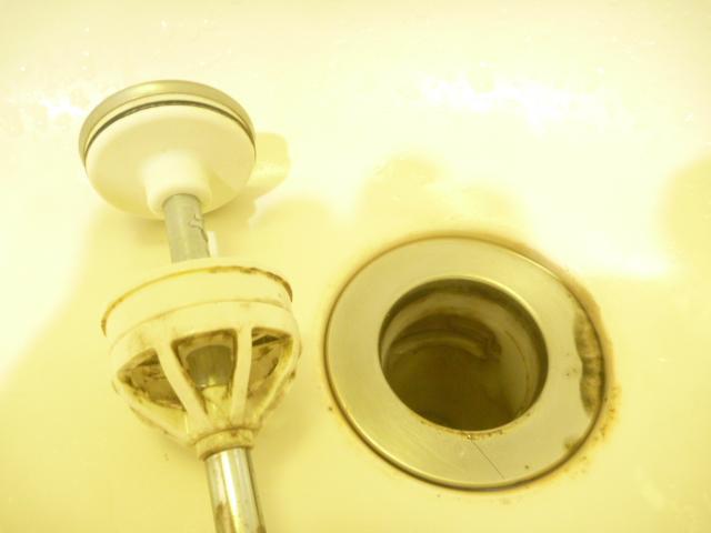 大田区、洗面所クリーニング前の写真