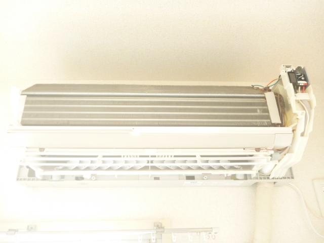 東京都大田区南六郷、自動フィルターお掃除機能付きエアコン分解完了写真