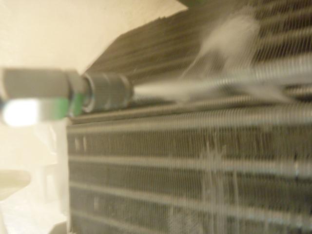 東京都大田区南六郷、自動フィルターお掃除機能付きエアコン洗浄中の写真
