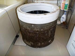 洗濯機分解クリーニング前の画像