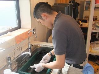ガスコンロクリーニング作業中の写真