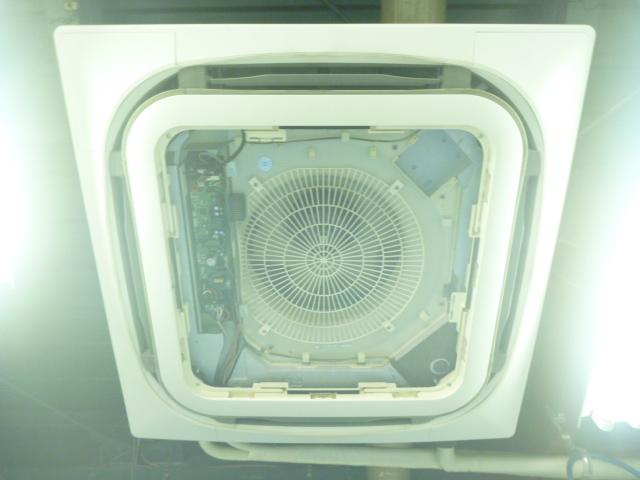 東京都大田区、業務用エアコン清掃天井カセット形4方向吹き出しの画像