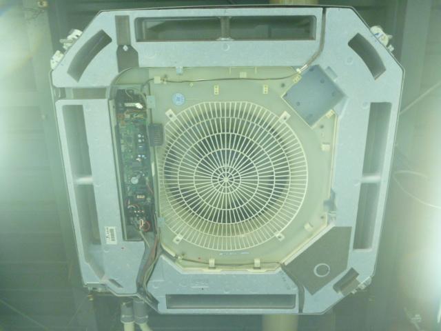 東京都大田区、業務用エアコン掃除天井カセット形4方向吹き出しの画像