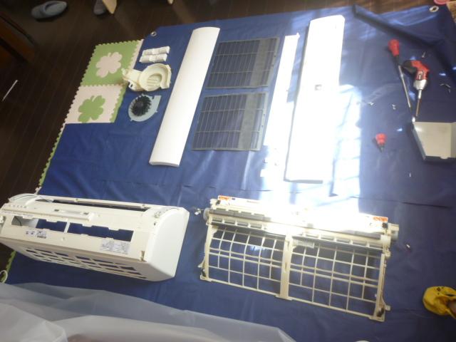 神奈川県川崎市中原区、日立フィルター自動お掃除機能付きエアコンクリーニングパーツ類洗浄後