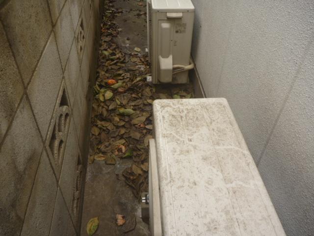 東京都大田区、室外機クリーニング作業