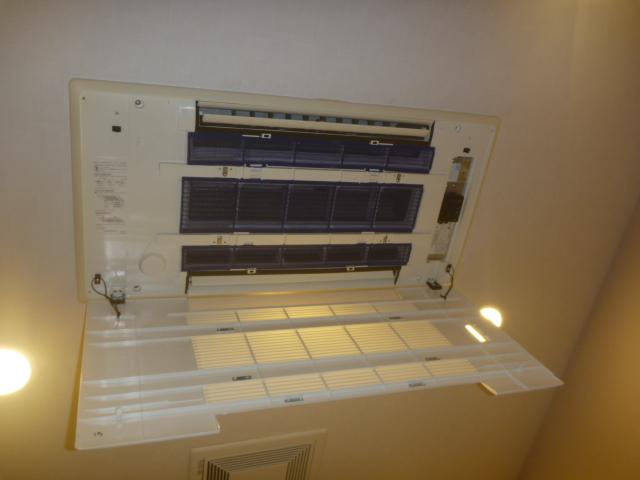 東京都大田区、三菱電機ハウジングエアコン天井カセット形吹出2方向MLZ-W502ASエアコンクリーニング