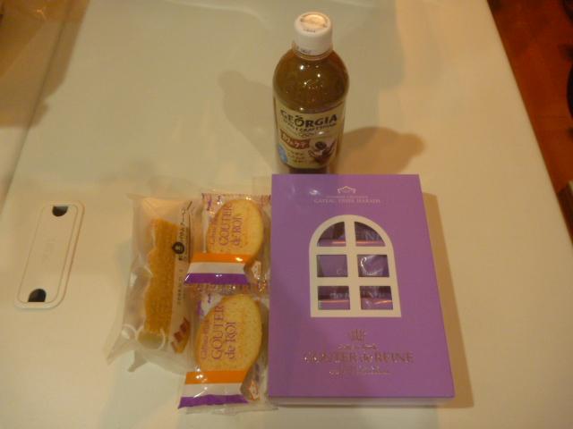 東京都大田区、三菱電機ハウジングエアコン天井カセット形吹出2方向MLZ-W502ASエアコンクリーニングお客様から頂いた飲み物とお菓子