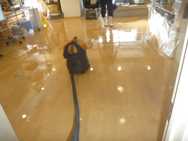 東京都大田区、床剥離洗浄クリーニングの画像
