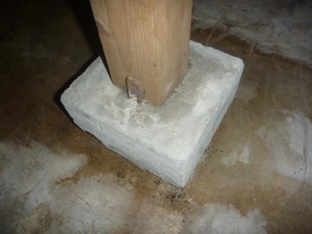 東京都大田区、戸建て住宅床下束石・束などシロアリ蟻道の有無確認作業
