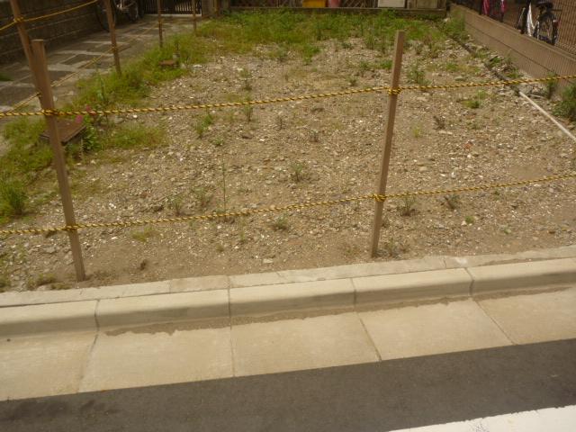 東京都大田区、空き地整備(草むしり・草刈り、整地、防草シート施工)駐車スペースとしての整備作業